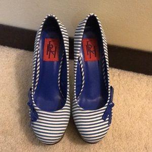 Fahrenheit Shoes - NWT** Fahrenheit Size 6 Blue/White Heels